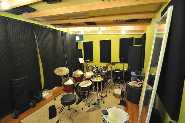Soundproof studio small shed